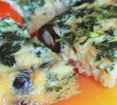 Рыба со шпинатом в омлете