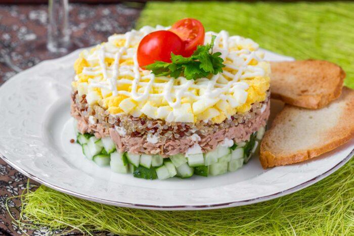 Салат с тунцом слоями