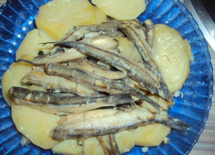 Ряпушка тушенная с картофелем